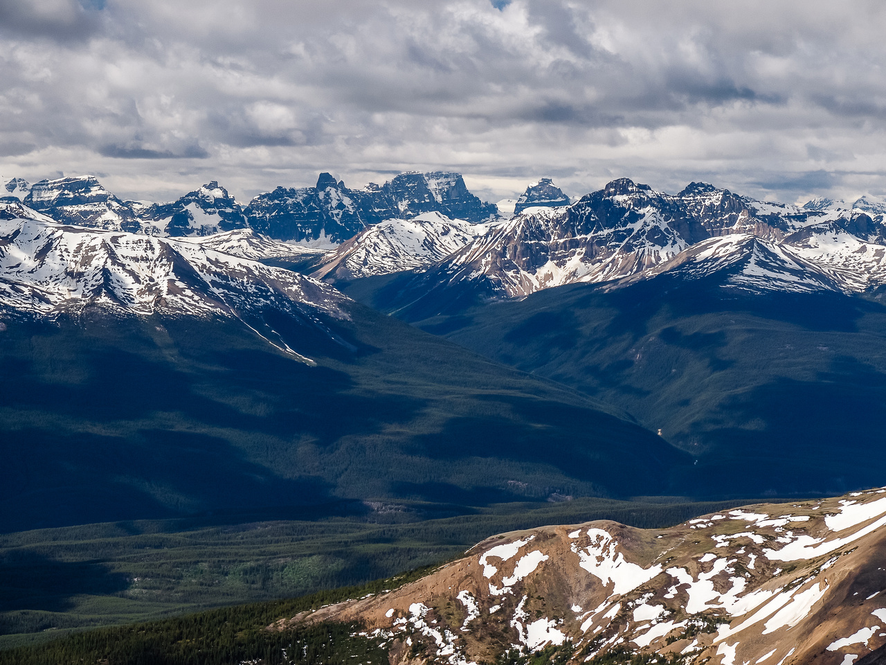 To the southwest lies the Tonquin Valley and the Ramparts including Mount Geikie and Turret Mountain.