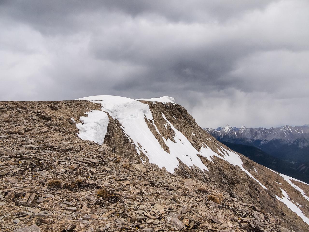 Broad summit plateau.