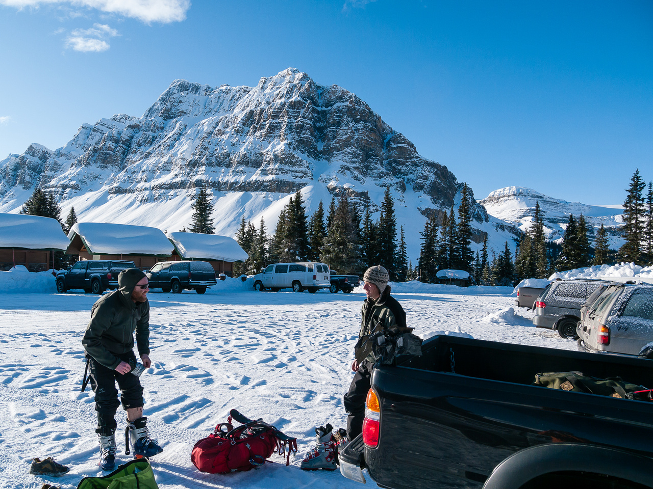 Nice in the Bow Lake parking lot - not so nice about 500 meters further across the lake!
