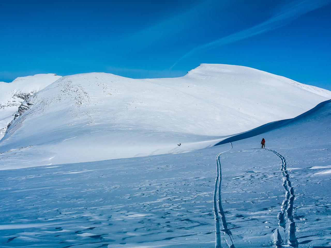 Skiing towards Vulture Peak.