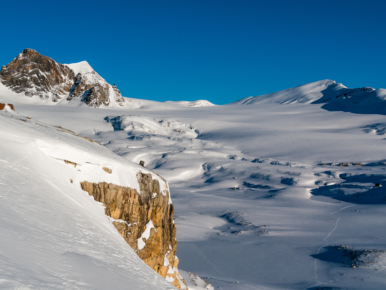 Another gorgeous morning, looking back up the Vulture Glacier - Olive on the left and Vulture on the right.