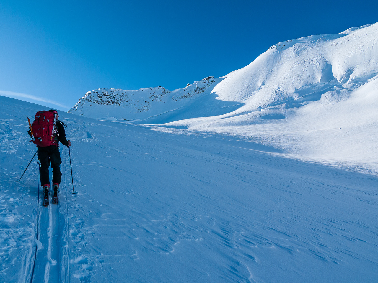 Approaching the Balfour high col.