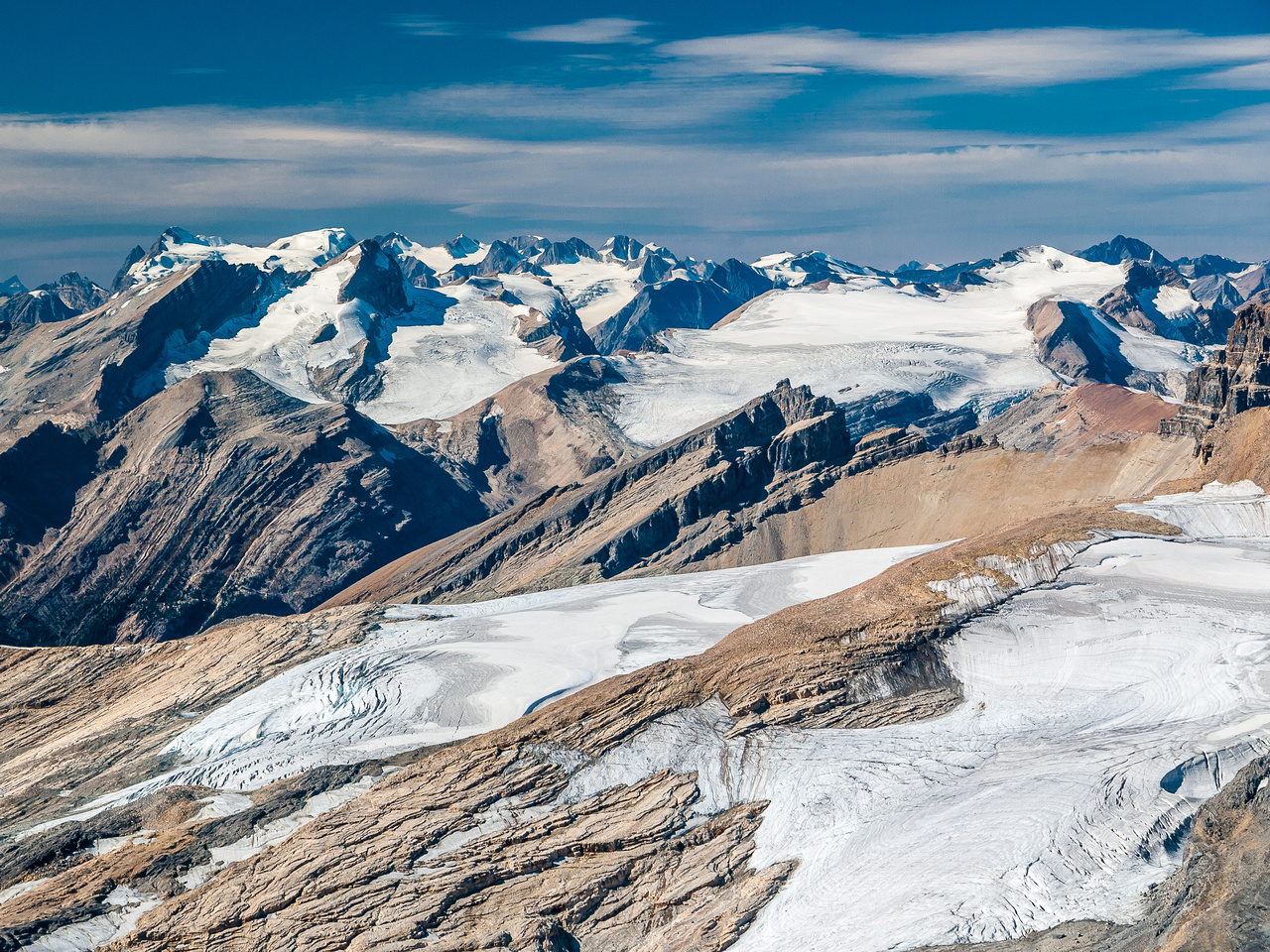 Trolltinder in the foreground with Yoho, Collie, Des Poilus and Arete (R to L) and the Mummery Group in the far distance.