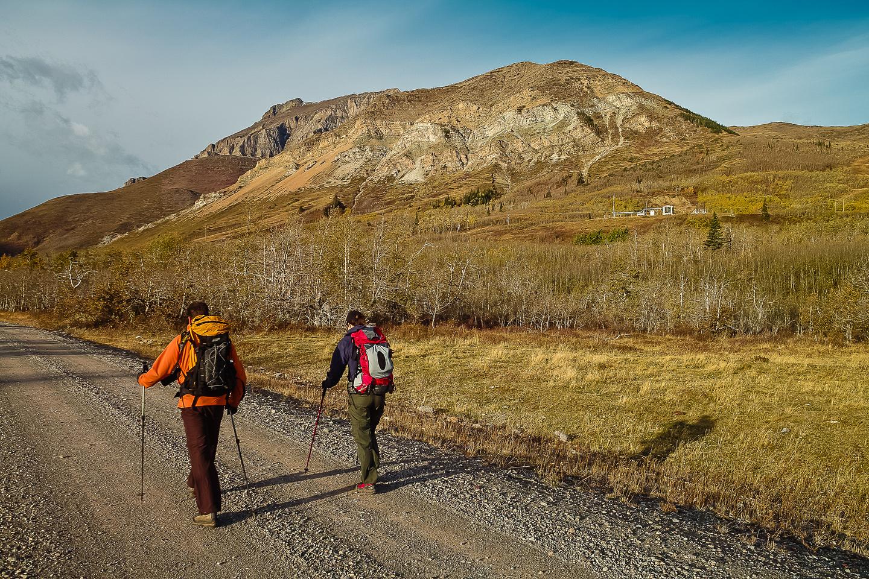 Wietse and Naomi walk along the first 4km of boring road along South Drywood Creek.