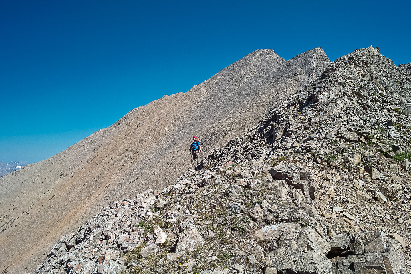 Wietse on the traverse with Cegfns in the background.