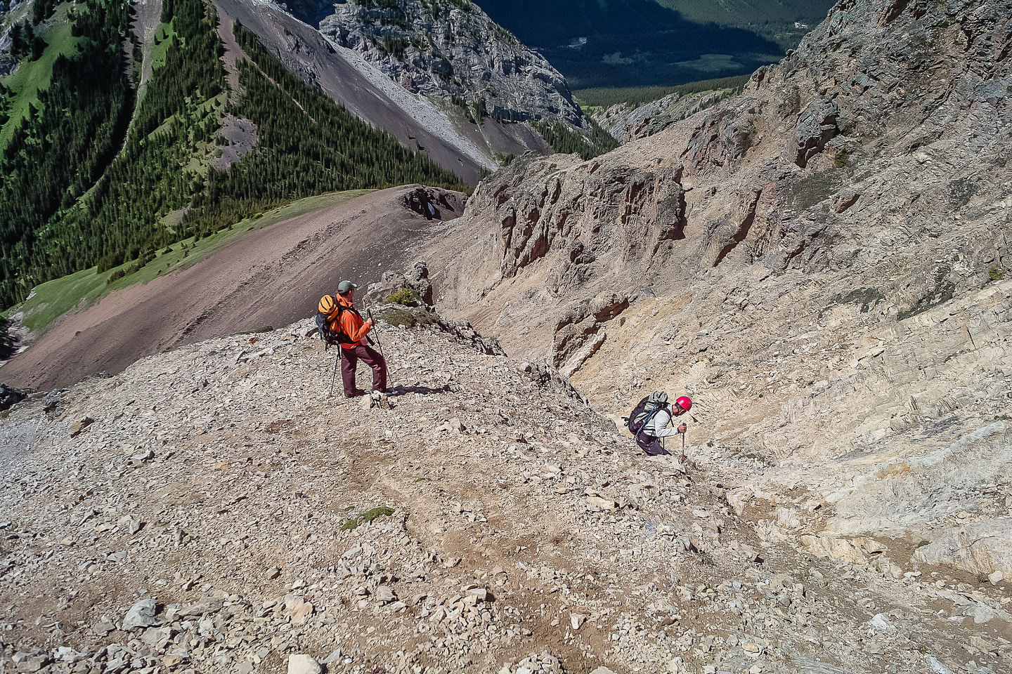 Descending a scree gully to the King Creek Ridge col.