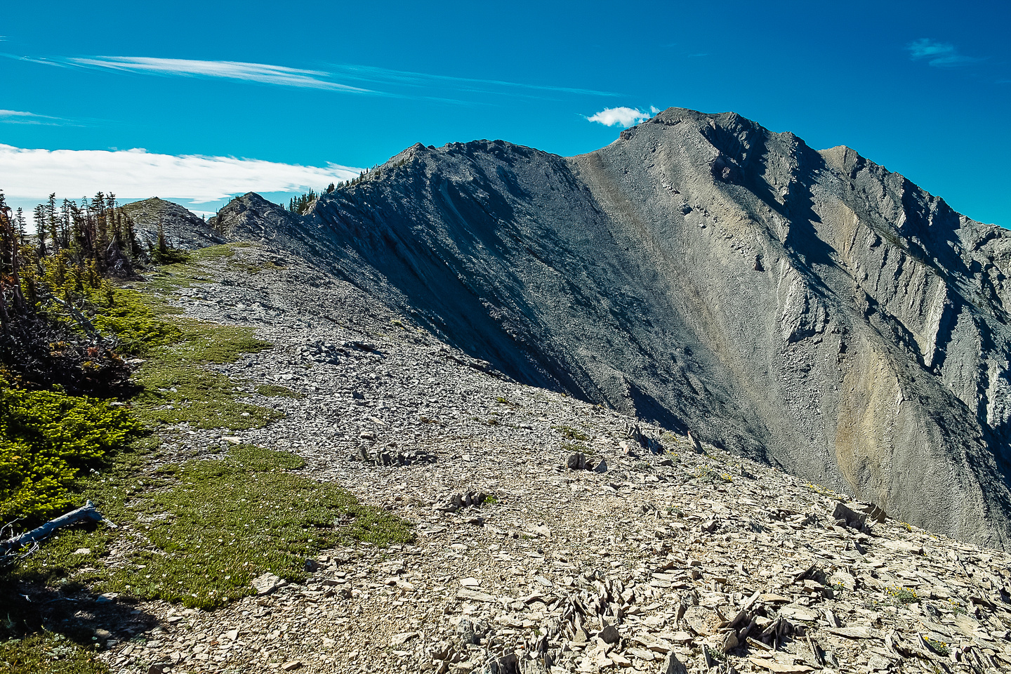 Incredible views and easy hiking keep me entertained as I look ahead to the summit.