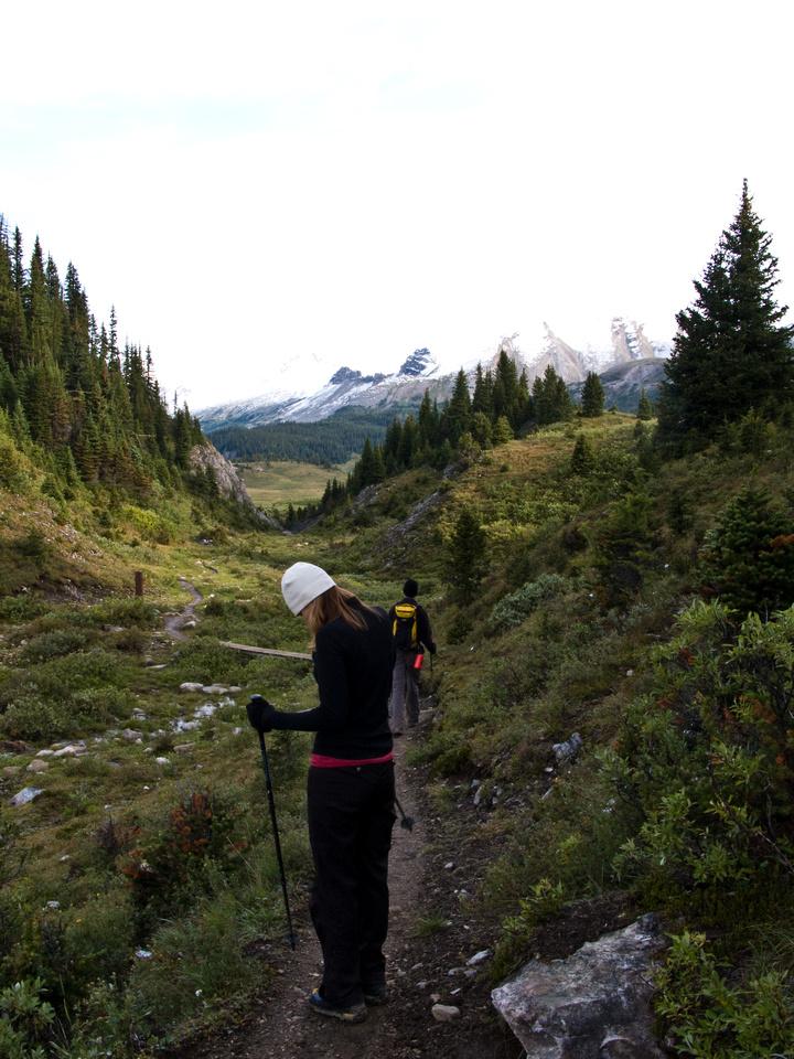 Hiking towards Windy Ridge through a neat gap on the trail.