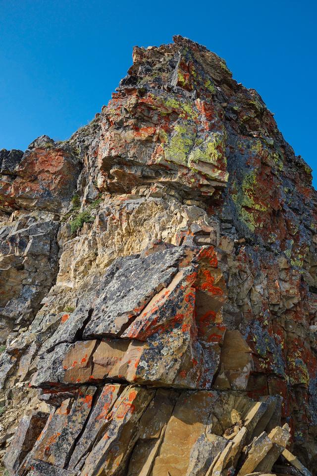 More colorful rock - steep scrambling.