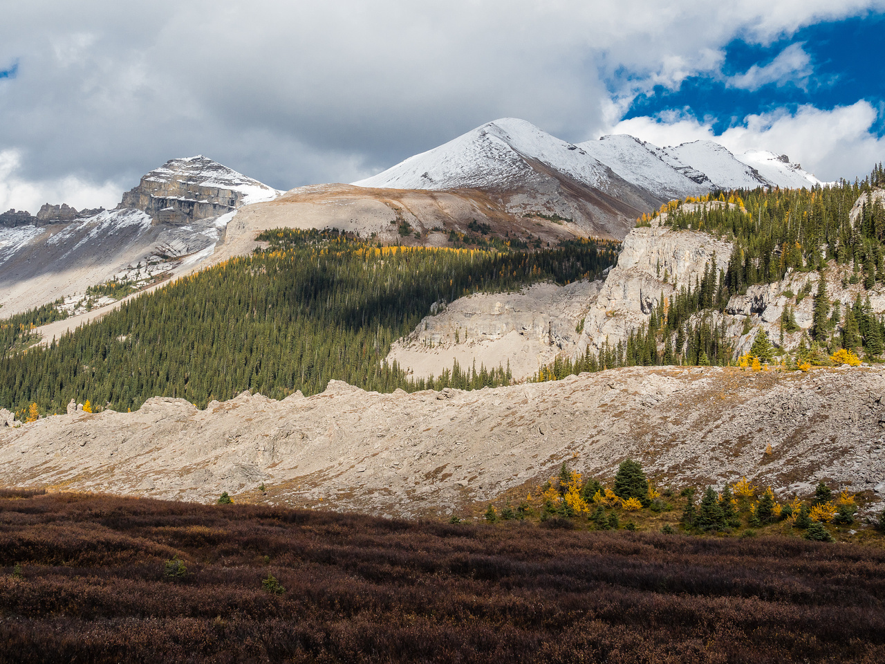 Looking back at Windy Point Ridge (L) and Og Mountain (R).