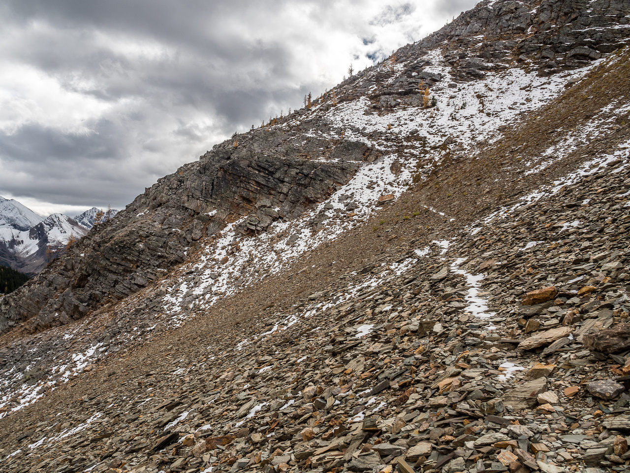 The snow makes the faint trail in the scree easier to spot as I traverse to the lower east right.
