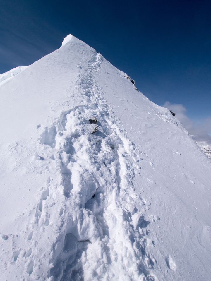 The ridge holds a pretty large cornice.