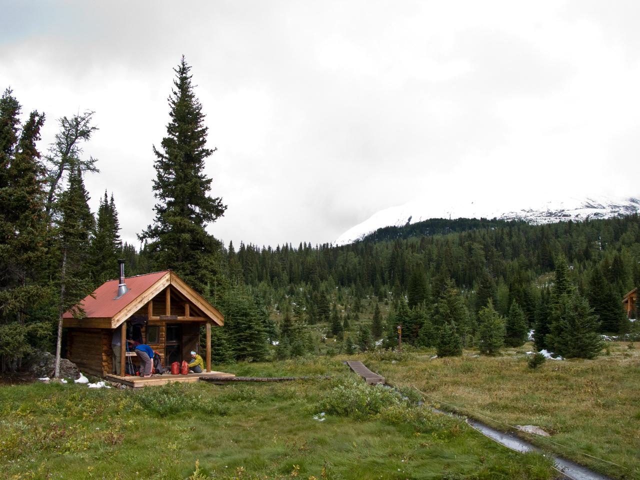 Our cozy sleeping cabin - the Jones Naiset Hut.